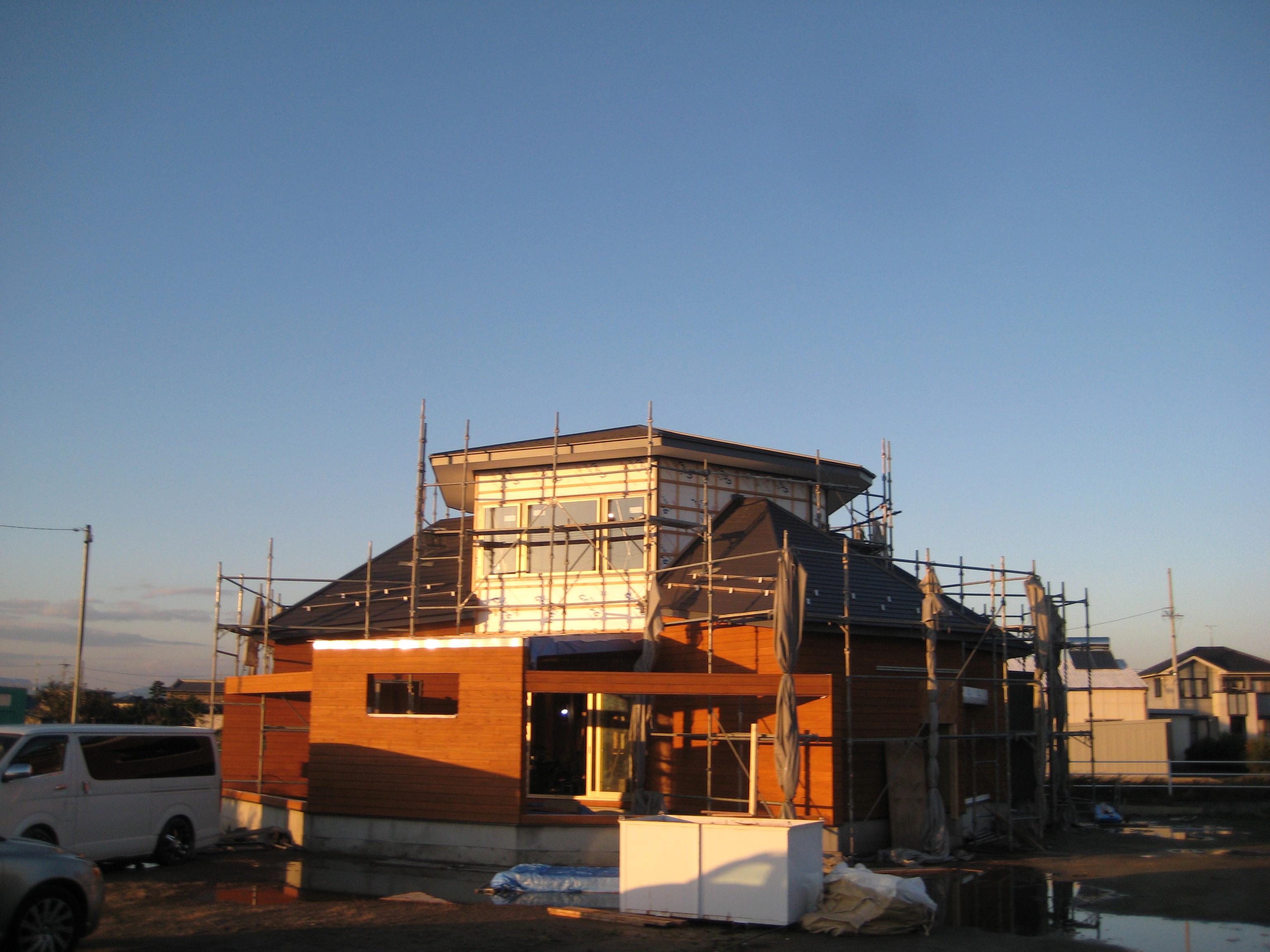 愛知県稲沢市「開花の家」木造住宅 夕日を浴びて綺麗です