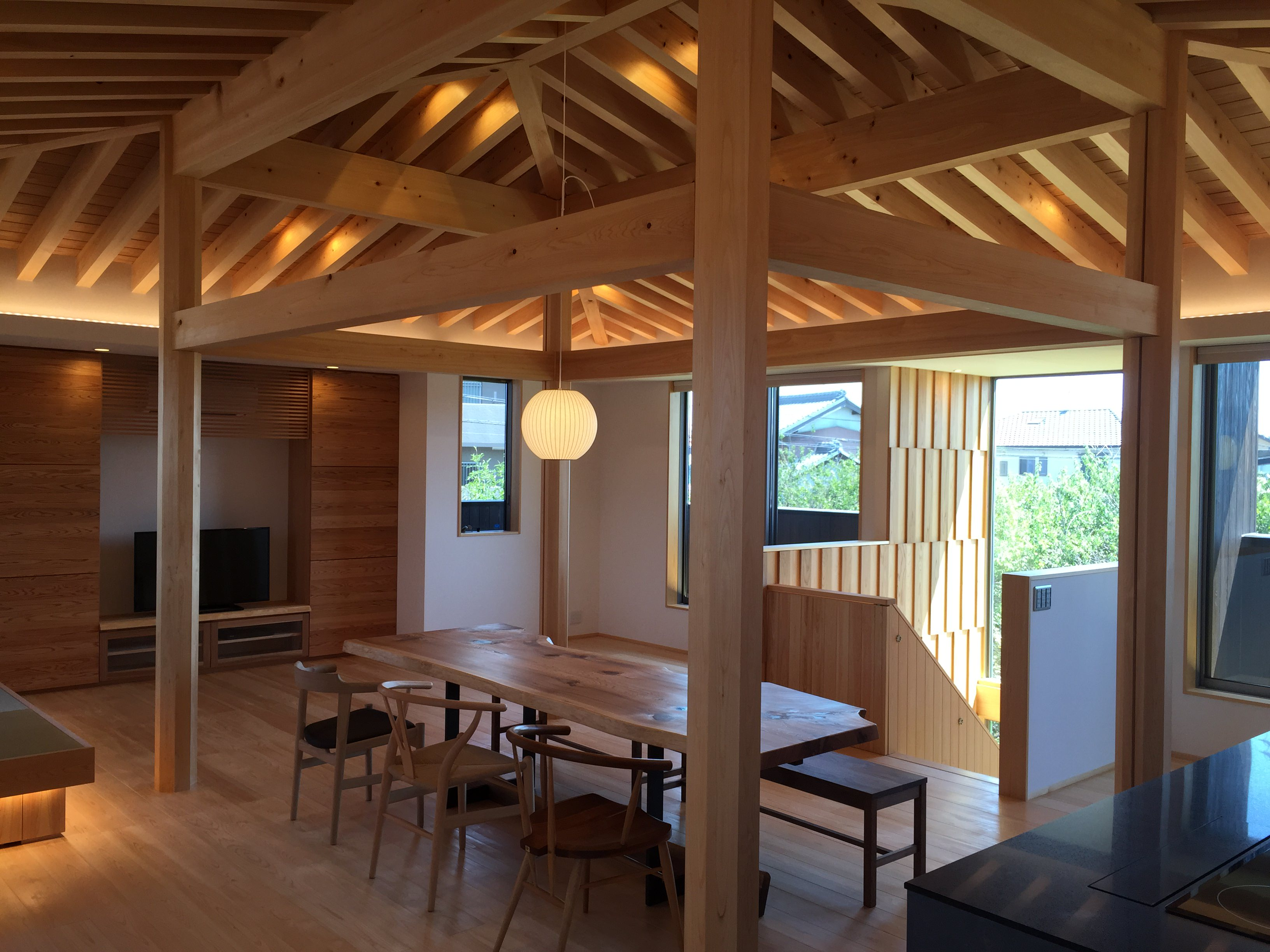 愛知県小牧市「桑原木材㈱モデルハウス」 国産材 木の家 家具搬入