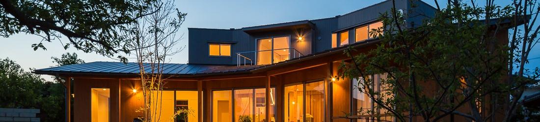 ドイツWEB建築サイトhomifyに「緑苑の家」が掲載されました。記事:吹き抜けを最大限に10選
