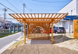 木の駐輪場